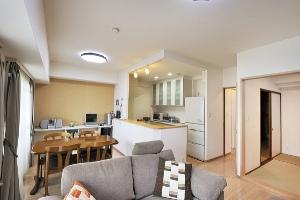 キッチンの下がり壁を撤去し、セミオープンに。LDKも拡張し、快適な住まいに一新